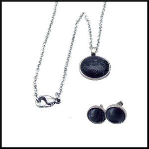 Halsband i stål med sten