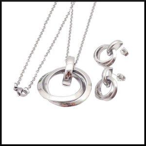halsband och örhänge i stål