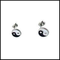 örhängen med yin/yang