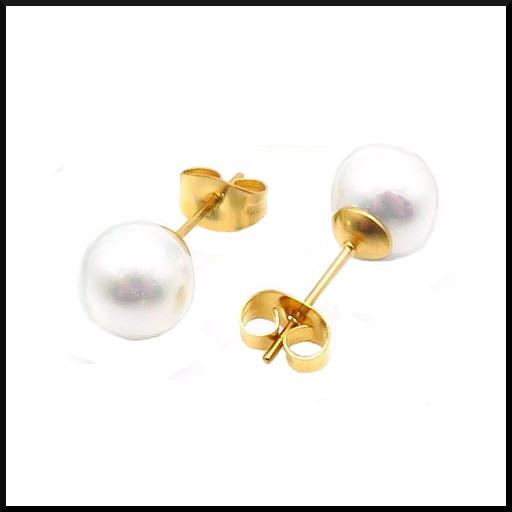 örhängen med vit sötvatten pärla.