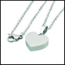halsband med ett litet blankt hjärta