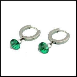 Örhängen med grön kristall i stål
