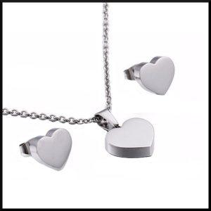 Örhängen med hjärtan i stål